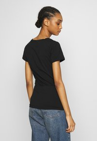 Tommy Jeans - SHORTSLEEVE STRETCH TEE - Basic T-shirt - black - 2