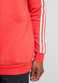 adidas Originals - 3 STRIPES CREW UNISEX - Sweatshirt - lush red - 3