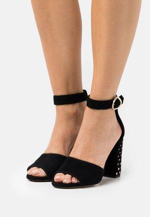 Sandały na obcasie - noir