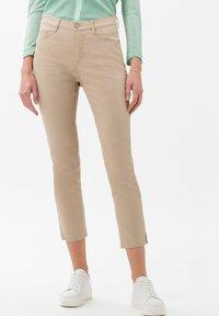 BRAX - STYLE CARO  - Slim fit jeans - sand - 0