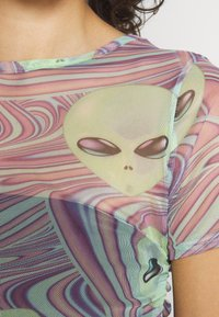 NEW girl ORDER - OUT OF THIS WORLD ALIEN - T-shirt con stampa - multi - 5