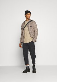 Another Influence - CARTER TROUSERS - Pantaloni - black - 1