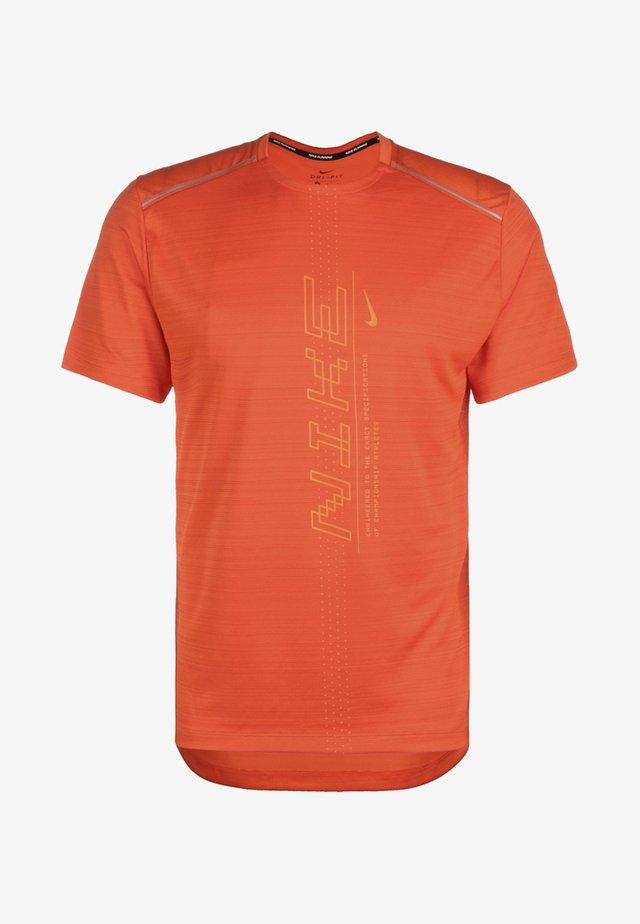 MILER - Print T-shirt - orange/magma orange