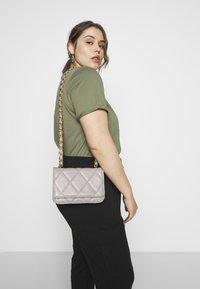 Gina Tricot - MALLIS BAG - Across body bag - grey - 1