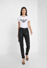Emporio Armani - Print T-shirt - bianco ottico - 1