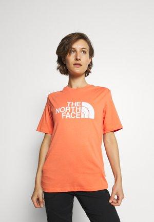 SUMMER BOYFRIEND TEE - Print T-shirt - emberglow orange