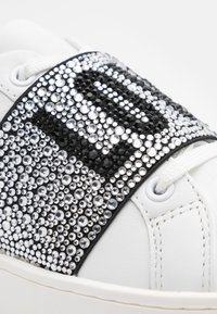 Love Moschino - Sneakersy niskie - bianco - 6