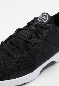 Nike Performance - CITY TRAINER 3 - Obuwie treningowe - black/white/anthracite - 5