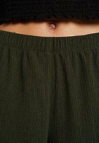 Weekday - LULA TROUSERS - Kalhoty - dark green - 5