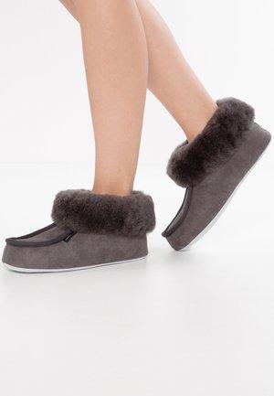 MOA - Slippers - asphalt