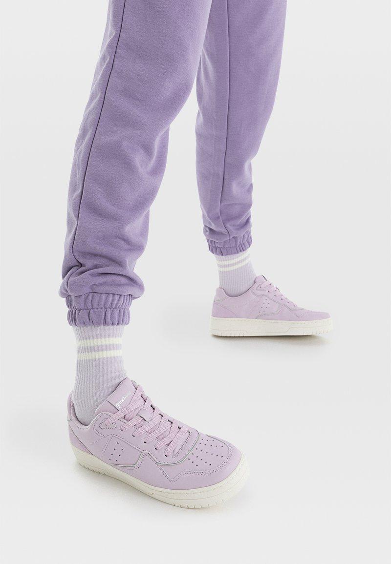 Stradivarius - Sneakers laag - purple