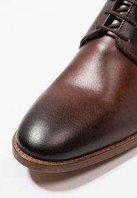 Base London - SCRIPT - Smart lace-ups - brown - 5