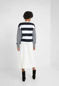Opening Ceremony - CROPPED STRIPE - Long sleeved top - black/white - 2