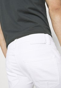 INDICODE JEANS - COMMERCIAL KEN HOLES - Shorts di jeans - offwhite - 4
