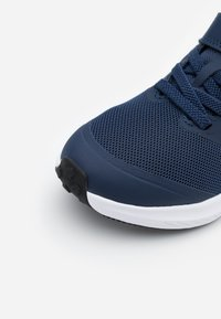 Nike Performance - STAR RUNNER 2 UNISEX - Neutral running shoes - midnight navy/bright crimson/smoke grey/black - 5