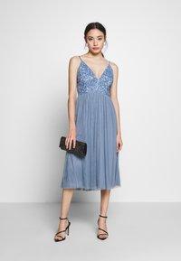 Lace & Beads Petite - IRINA MIDI - Juhlamekko - dusty blue - 2