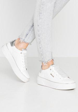 Tenisky - weiß/silber