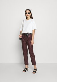 EDITED - MARESA TROUSERS - Trousers - rot - 1