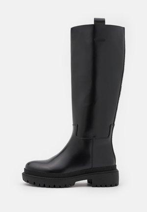 BETTLE RAIN - Platform boots - black