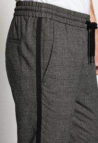 Only & Sons - ONSLINUS PANT CHECKS - Trousers - medium grey melange - 5