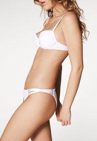 Calzedonia - INDONESIA - Bikini top - white - 3
