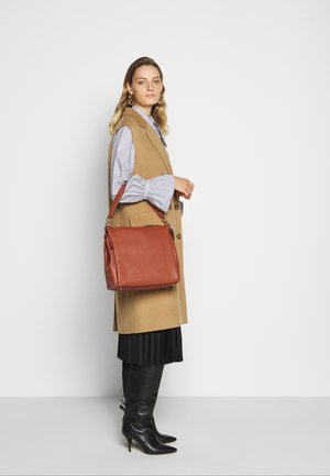 SHAY SHOULDER BAG - Handbag - saddle