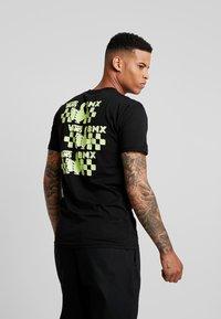Vans - GREEN LIGHTED - T-Shirt print - black - 0