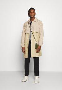 Gloverall - MENS CAR COAT - Krátký kabát - beige - 1
