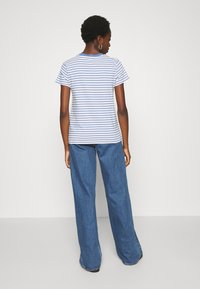 Levi's® - PERFECT TEE - T-shirt z nadrukiem - silphium colony blue - 2