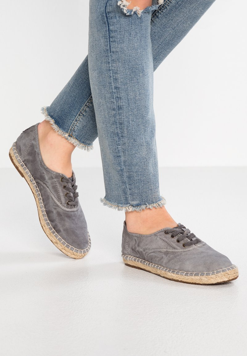 Natural World - Espadrillas - gris enz