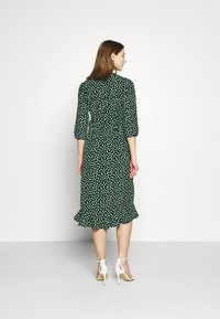 Vero Moda - VMHENNA WRAP CALF DRESS - Kjole - pine grove - 2
