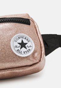 Converse - GLITTER WAIST PACK UNISEX - Across body bag - rose gold - 4