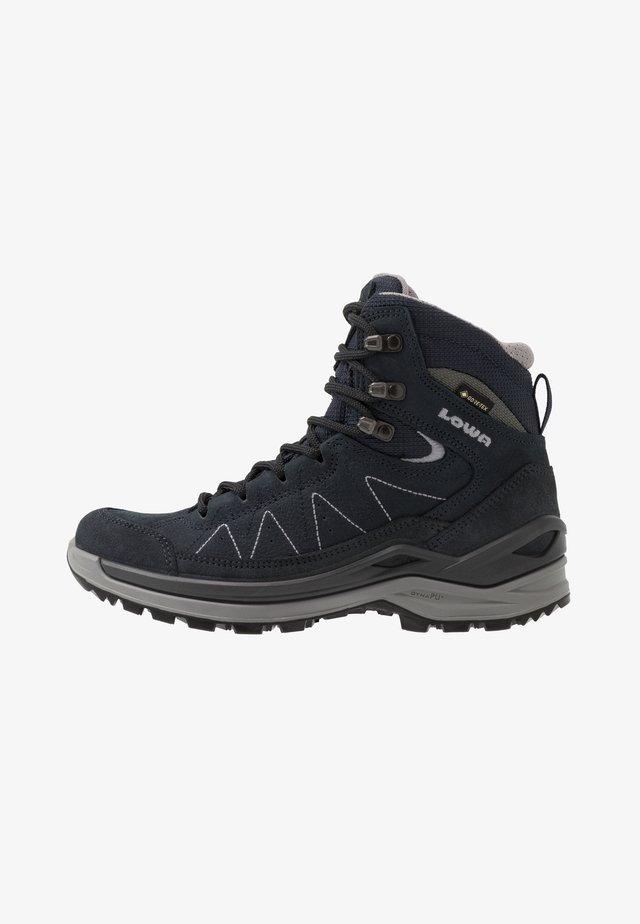 TORO EVO GTX® MID - Zapatillas de senderismo - navy