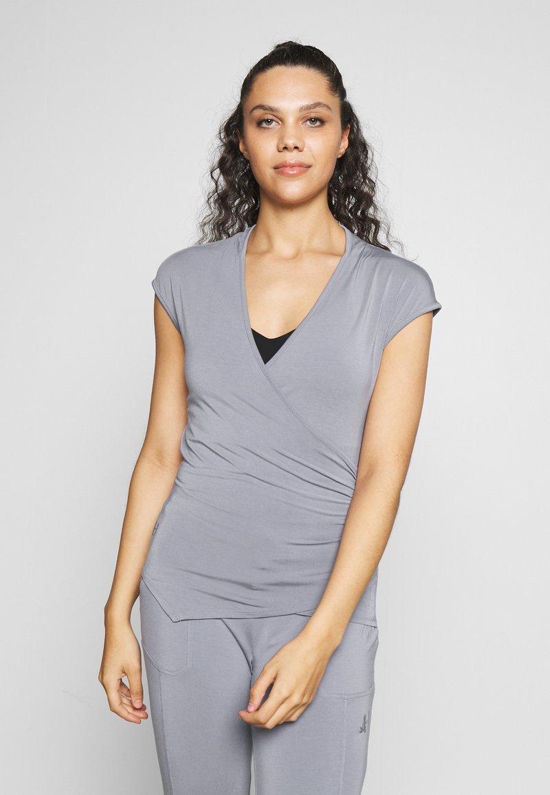 Curare Yogawear - T-shirts - pearl grey