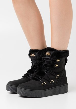 WARM LINED LACE UP BOOTIE - Platform ankle boots - black