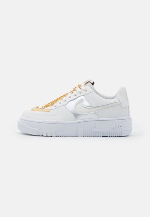 AIR FORCE 1 PIXEL - Sneakers basse - summit white/dark beetroot/white/metallic gold
