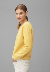 Marc O'Polo - AUS REINER BAUMWOLL-QUALITÄT - Long sleeved top - multi/pure curry - 4