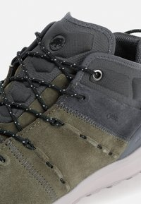 Mammut - HUECO MID GTX - Hiking shoes - iguana-dark titanium - 5