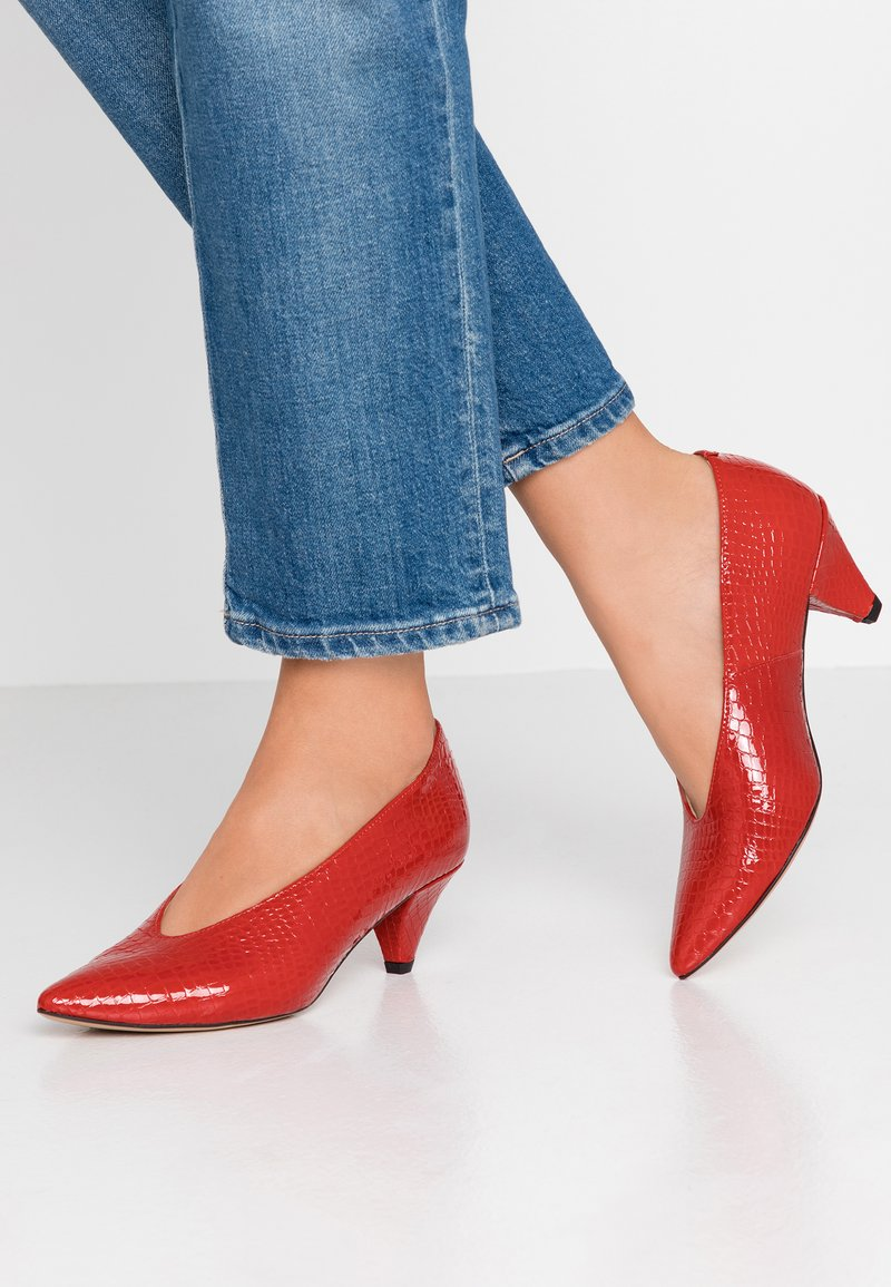 L37 WIDE FIT - WIDE FIT GO YOUR OWN WAY - Classic heels - red