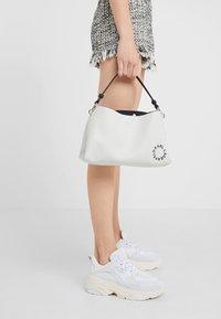 KARL LAGERFELD - Håndtasker - white - 1