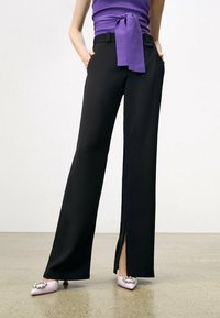 Uterqüe - FLOWING  - Trousers - black - 3