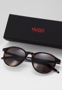 HUGO - Sluneční brýle - havgrey - 2