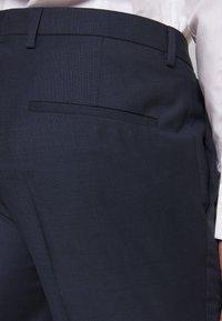 HUGO - HESTEN - Pantaloni eleganti - dark blue - 5