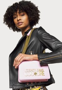 Versace Jeans Couture - LOGOLOCK CROSSBODY - Across body bag - rosa intimo - 1