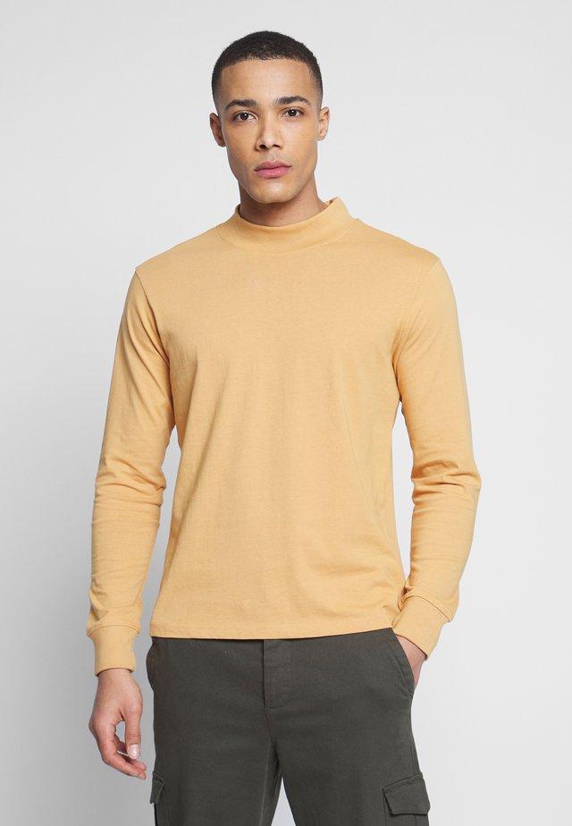 LONG SLEEVE BOXY FIT - T-shirt med print - tan