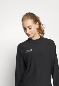 Nike Performance - FC MIDLAYER - Sports shirt - black/dark grey heather/black - 3