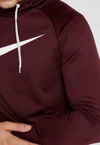 Nike Performance - DRY PO - Luvtröja - night maroon/burgundy ash/white - 5