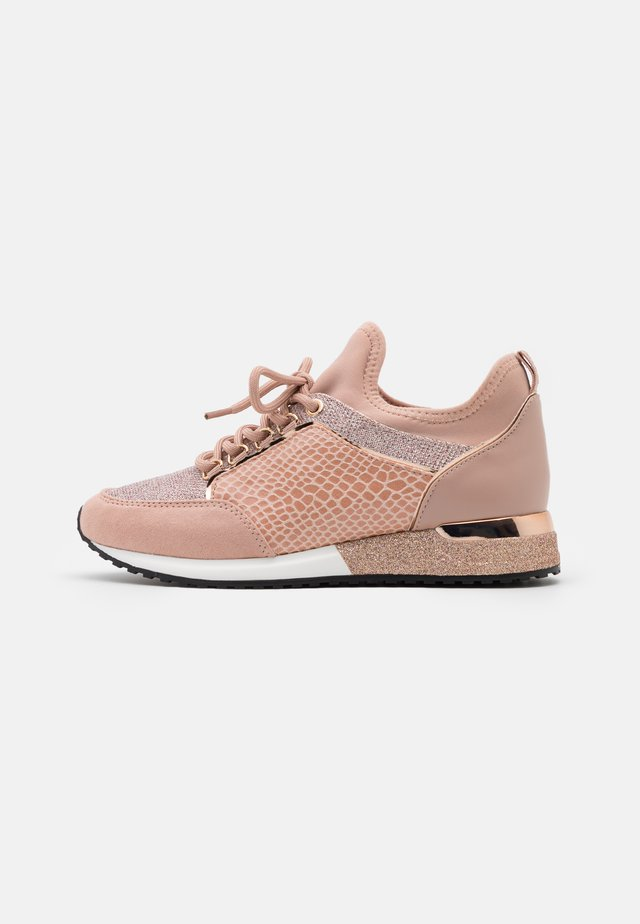 COURTWOOD - Sneakers laag - rose gold