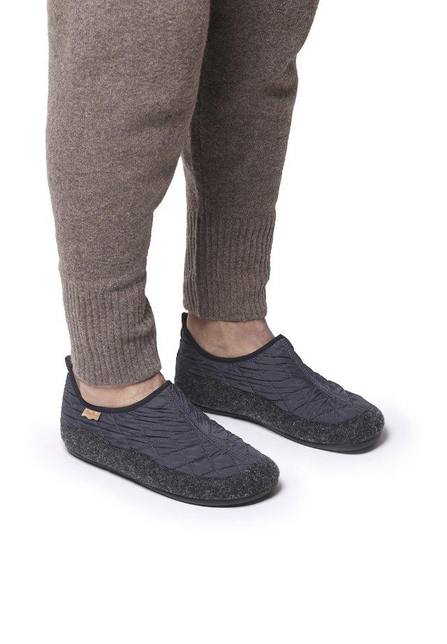 NIL-UM - Slippers - gris