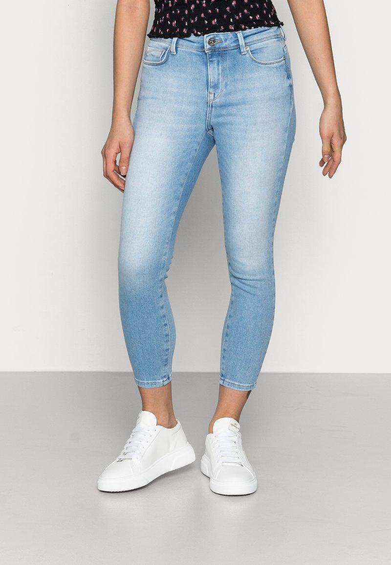 ONLY Petite - ONLSHAPE LIFE  - Skinny džíny - light blue denim